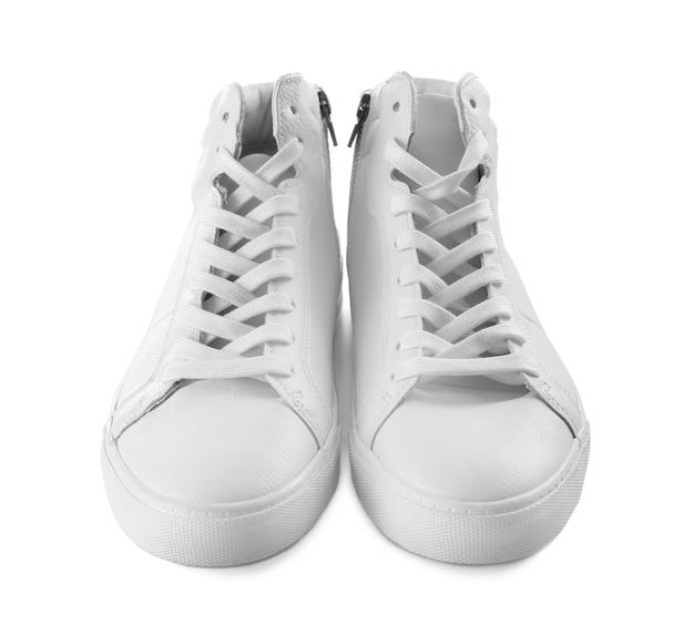 Przypadkowe męskie buty na białym tle