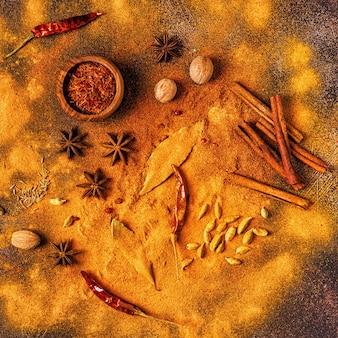 Przyprawy, składniki do gotowania. koncepcja przypraw. widok z góry.