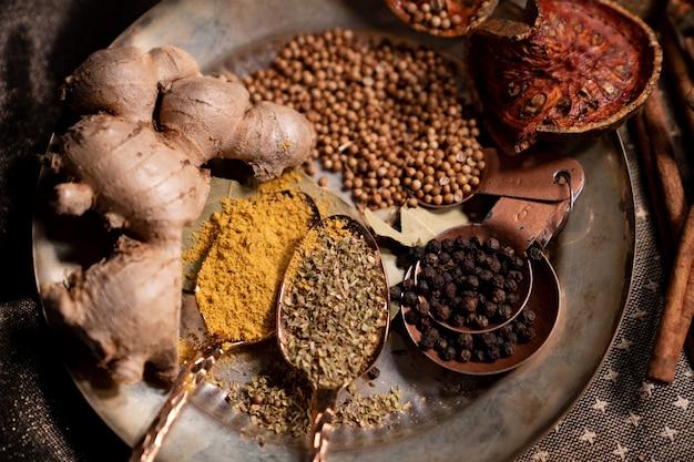 Przyprawy suche zioła przyprawy aromat żywności.