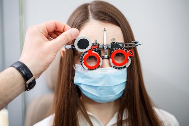 Przyrząd do optometrii klinicznej. profesjonalna korekcja wzroku.