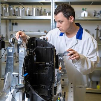 Przyrząd do precyzyjnego pomiaru 3d kształtek z tworzyw sztucznych dla przemysłu motoryzacyjnego