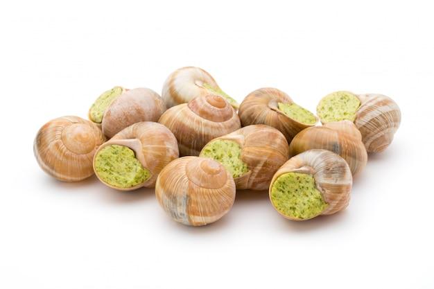 Przysmak ze ślimaków gotowanych. nadziewane ślimaki kuchni francuskiej.