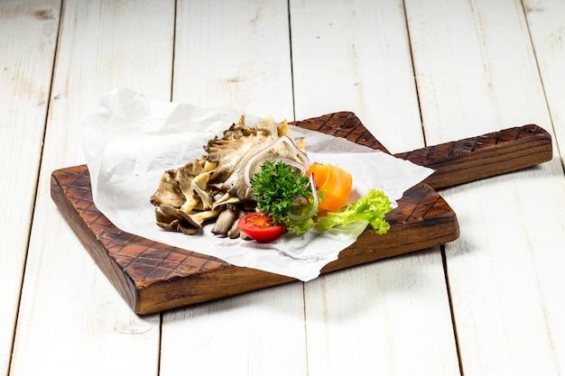 Przystawka do pieczarek marynowanych z warzywami