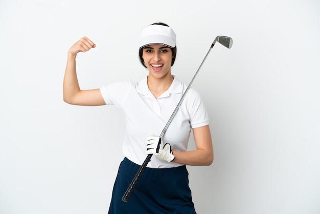 Przystojna młoda golfistka na białym tle robi silny gest