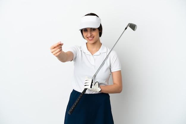 Przystojna młoda kobieta gracza w golfa na białym tle robi pieniądze gest