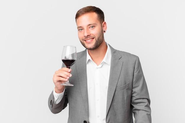 Przystojny biznesmen mający wino