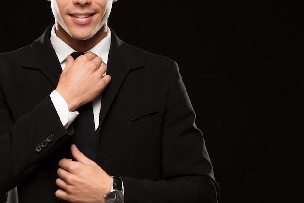 Przystojny biznesmen w klasycznym kostiumu