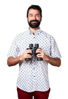 Przystojny brunetka mężczyzna z brodą ___