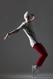 Przystojny facet tancerki