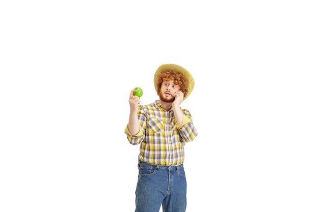 Przystojny farmer farmer na białym tle na białym tle studia