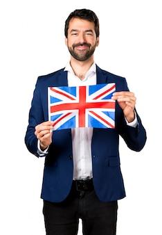 Przystojny mężczyzna trzyma brytyjską flagę