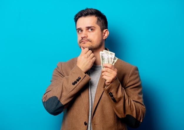Przystojny mężczyzna z dolarów