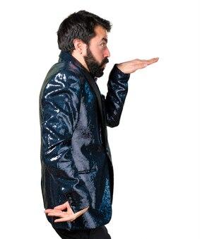 Przystojny mężczyzna z tańcem kurtka cekinowa
