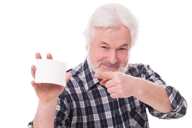 Przystojny starszy mężczyzna z papierem