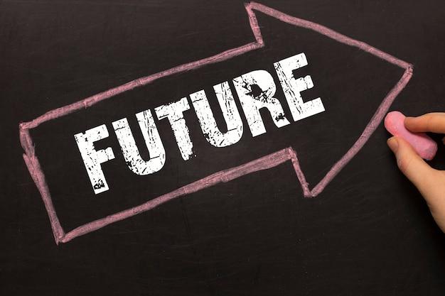 Przyszłość - tablica ze strzałką na czarnym tle