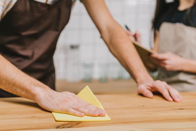 Przytnij licznik do czyszczenia baristy