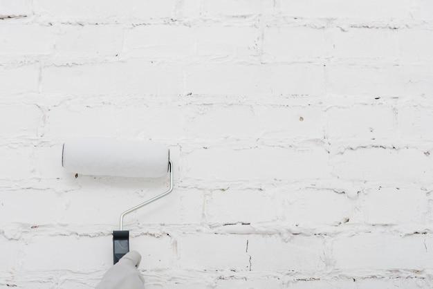 Przytnij ręcznie malowaną ścianę z rolką