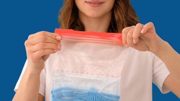 Przytnij torebkę uszczelniającą z maską ochronną