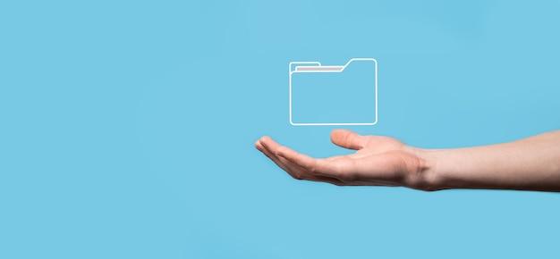 Przytrzymaj ikonę folderu. system zarządzania dokumentami lub konfiguracja dms przez konsultanta it z nowoczesnym komputerem