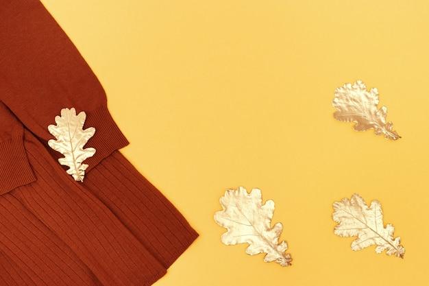 Przytulna jesienna odzież damska ozdobiona złotymi liśćmi dębu