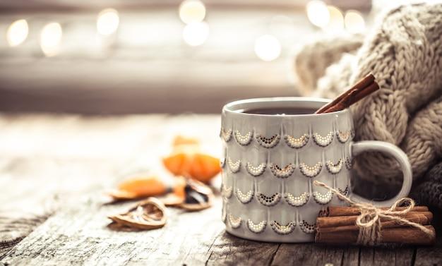 Przytulna świąteczna herbata filiżanka martwa