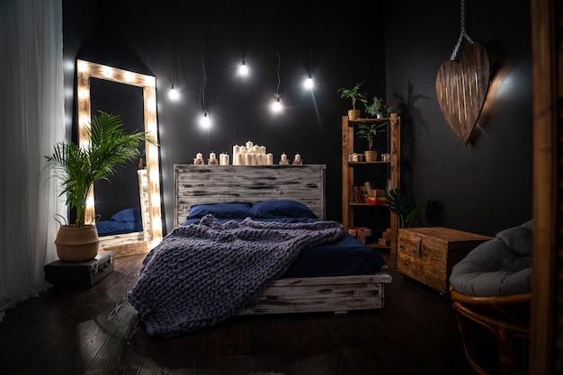 Przytulna sypialnia z oświetleniem