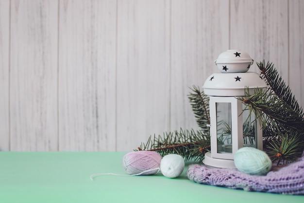 Przytulna zimowa kompozycja świąteczna, makieta, kartka z pozdrowieniami
