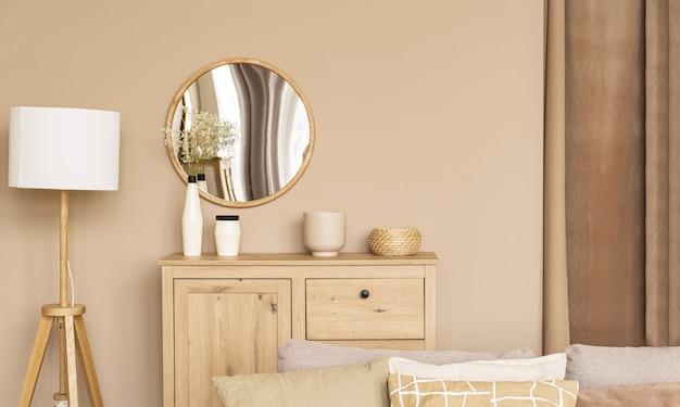 Przytulne beżowe domowe drewniane wnętrze w ciepłych kolorach. minimalistyczne skandynawskie wnętrze. piękny jasny pokój.