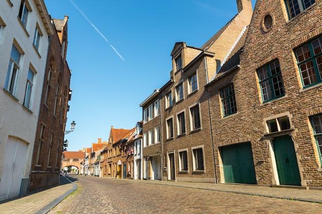 Przytulne budynki, ulica na starym europejskim mieście