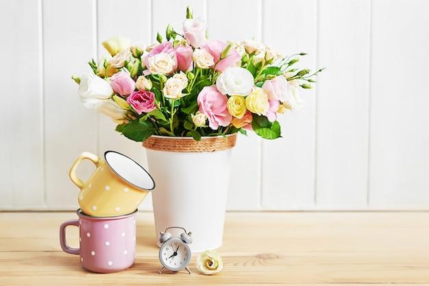 Przytulny poranek. karta kwiat z pozdrowieniami dzień matki.