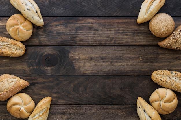Przytulny zestaw bochenków chleba