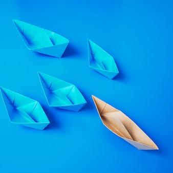 Przywództwo koncepcja origami łodzi papieru