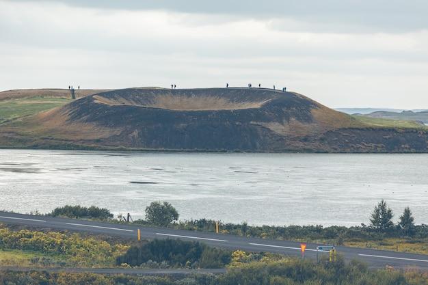 Pseudokraters skutustadagigar w pobliżu wioski skutustadir w okolicy jeziora myvatn, islandia