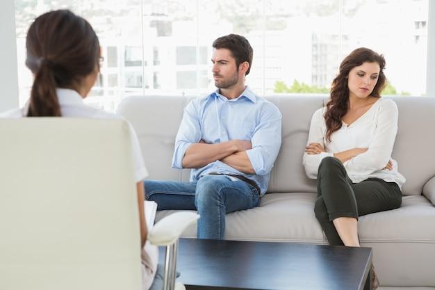 Psycholog pomaga parze z trudnościami w związku