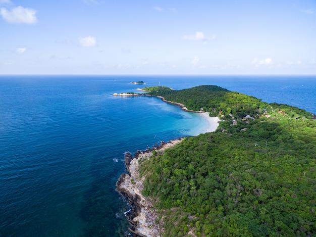 Ptasiego oka widok seascape w samed wyspie, rayong, tajlandia