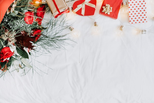 Pudełka na prezenty i kompozycja bukietów