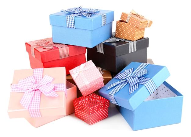 Pudełka na prezenty na białym tle