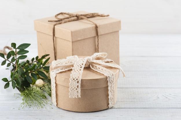 Pudełka na prezenty rustykalne z dzikich kwiatów