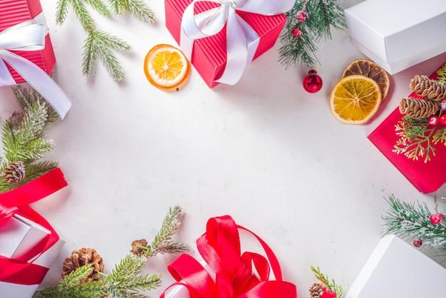 Pudełka na prezenty świąteczne i ramki ozdoby