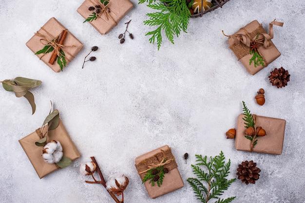 Pudełka na prezenty świąteczne z papieru kraft