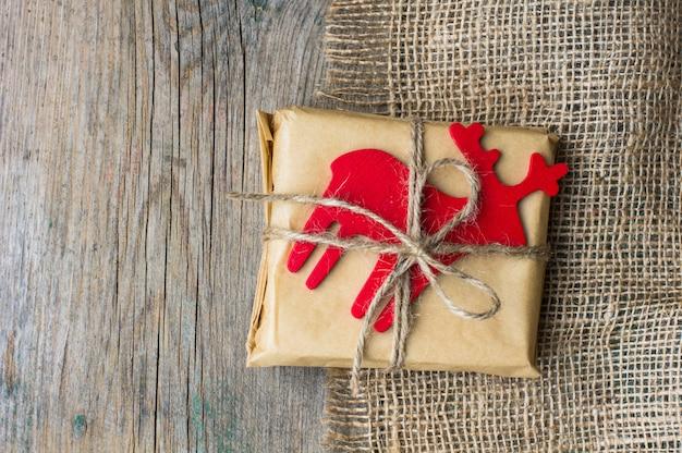 Pudełka na prezenty świąteczne z wystrojem
