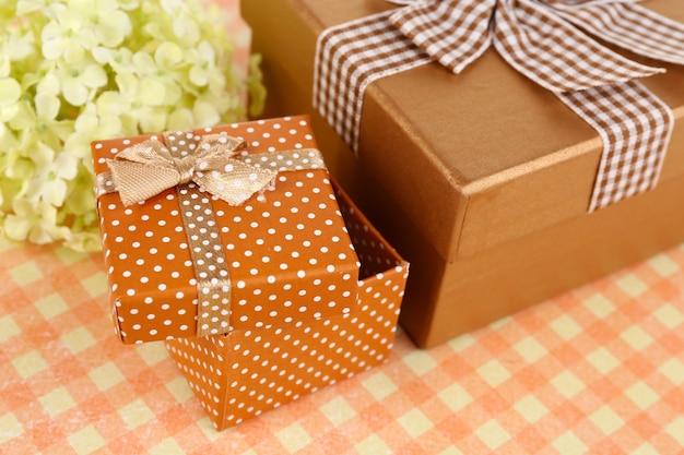 Pudełka na prezenty z bliska