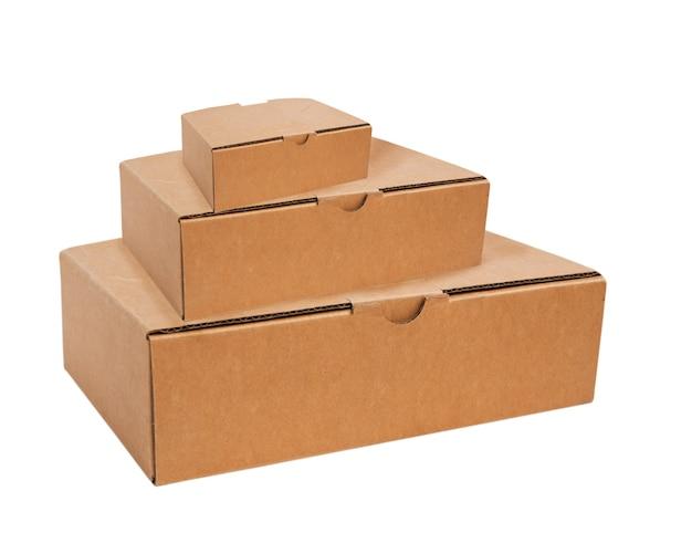 Pudełka papierowe na białym tle