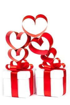 Pudełko, kokardka i serce