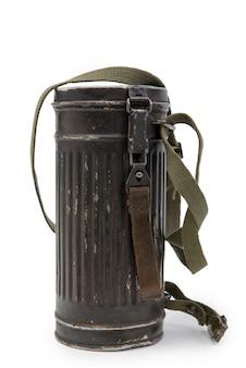 Pudełko na maskę gazową wojska niemieckie wehrmacht, ii wojna światowa na białym