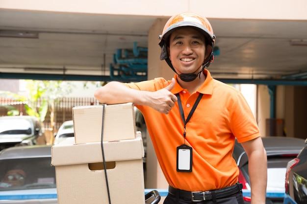 Pudełko na motocykl z dostawcą