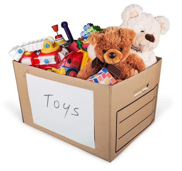 Pudełko pełne zabawek i misiów