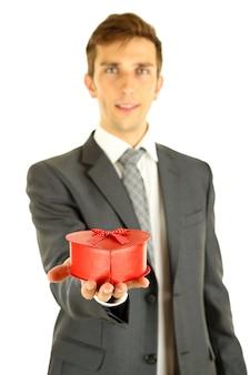 Pudełko prezentowe młodego biznesmena, na białym tle