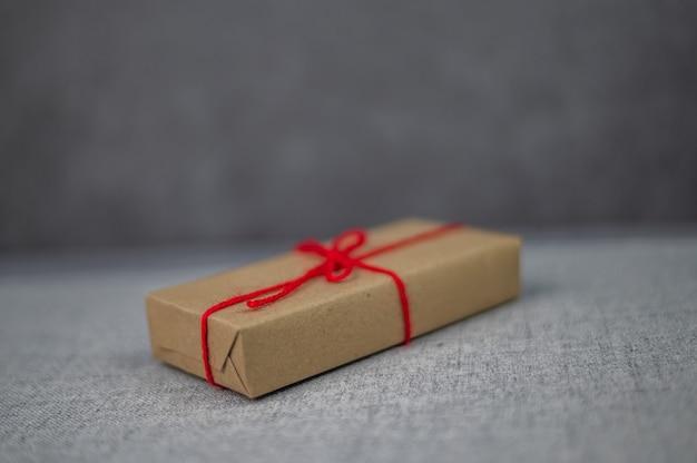 Pudełko prezentowe, pudełko na prezent noworoczny, pudełko na prezent świąteczny, miejsce na kopię. boże narodzenie, rok hew, koncepcja urodziny.