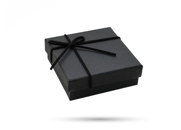 Pudełko prezentowe w kolorze czarnym na białym tle